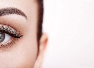 Jak wykonać prosty makijaż