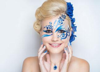 Impreza karnawałowa – jak dobrać makijaż i fryzurę