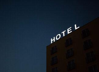 Hotel w centrum czy na obrzeżach miasta