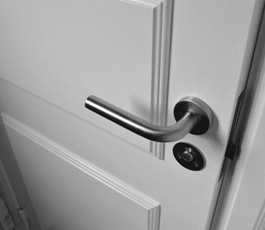 Czy warto postawić na drzwi Łódź z montażem